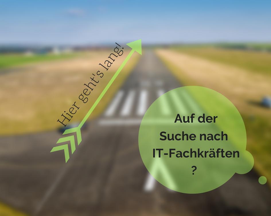 """Landebahn mit der Aufschrift """"Auf der Suche nach IT-Fachkräften? - Hier geht's lang"""""""
