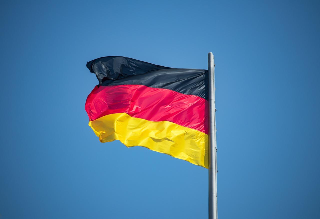 Deutsche Flagge im Wind